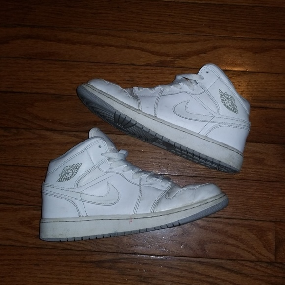 Nike Air Jordan Retro 1 Triple White 5.5Y. M 5c1dc41c9fe486702911561f 7f84c17a3